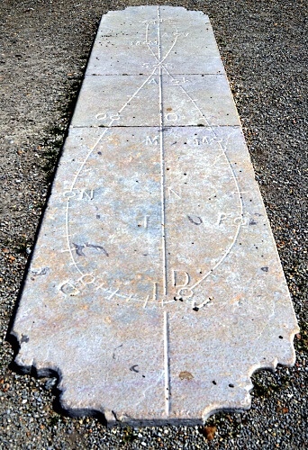 Date line with the analemma curve, in Brou analemmatic sundial