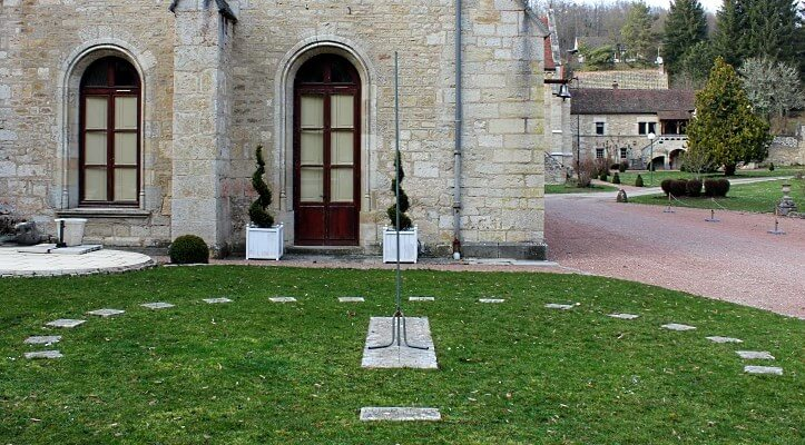 Analematic sundial in Bussiere-sur-Ouche (France)